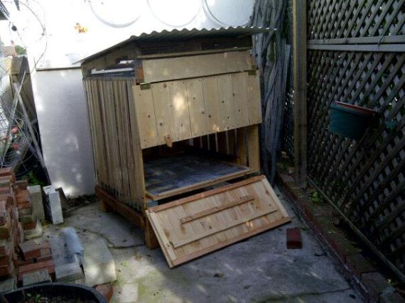 Recycled Pallet Coop!